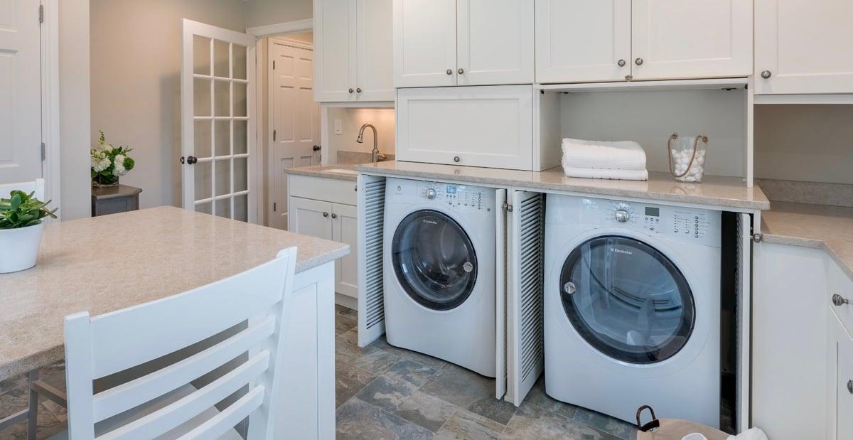 kitchen-with-washer-dryer