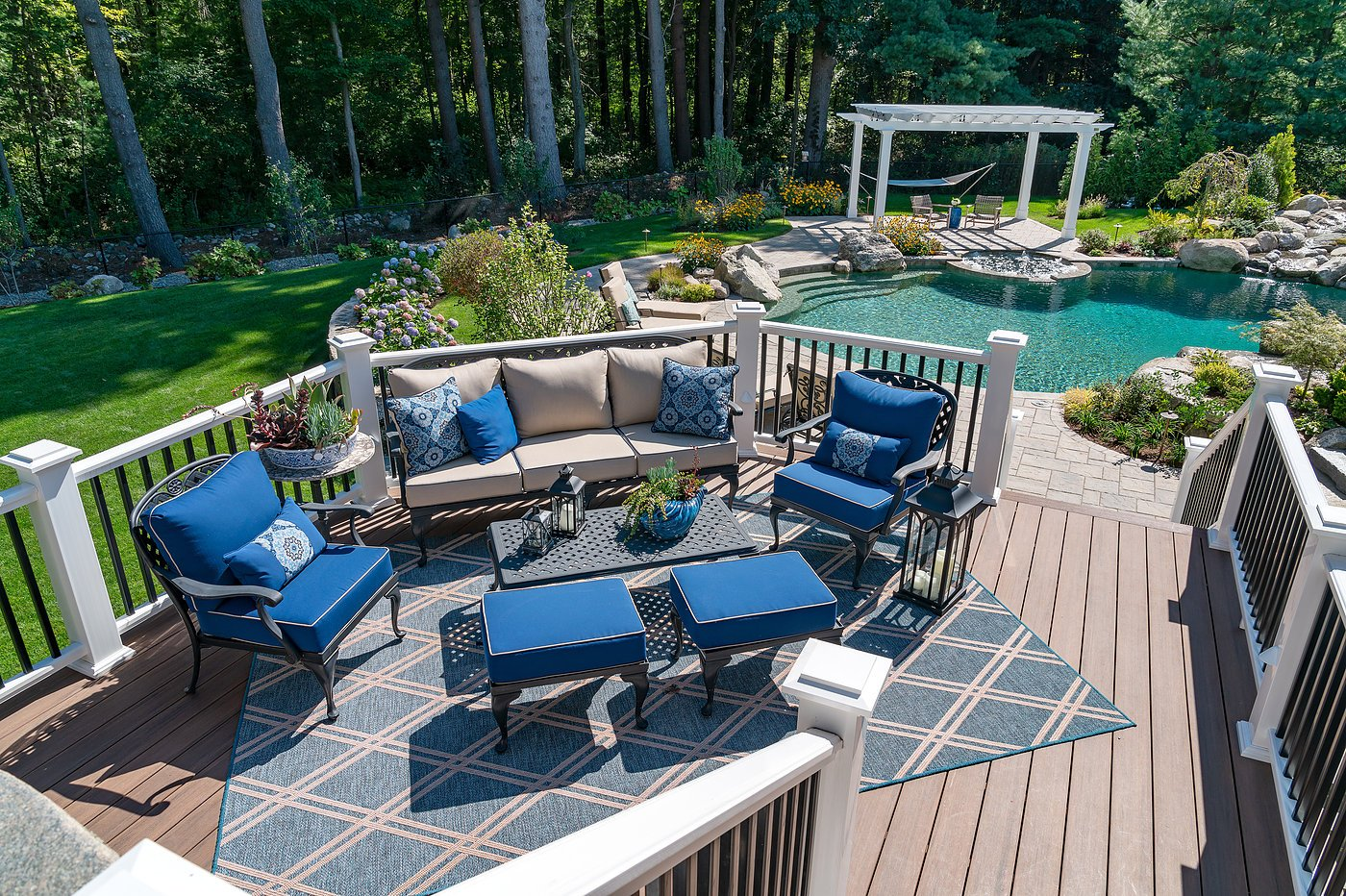 How to create a backyard entertainment area for family and friends' social enjoyment